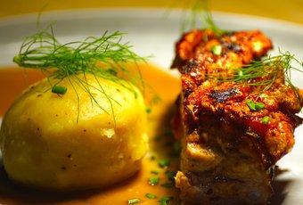Schweinsbraten mit Kartoffelknödel und Biersauce